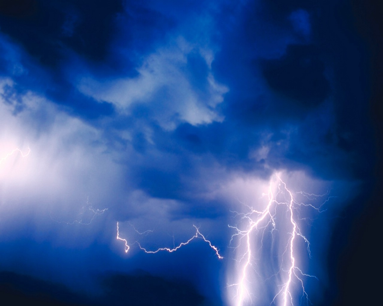 XMWallpapers.com -- wallpaper storms lightning Blue Lightning